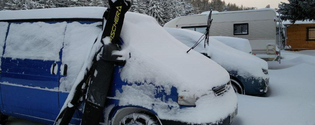 Esquiar i dormir. compte amb la neu acumulada