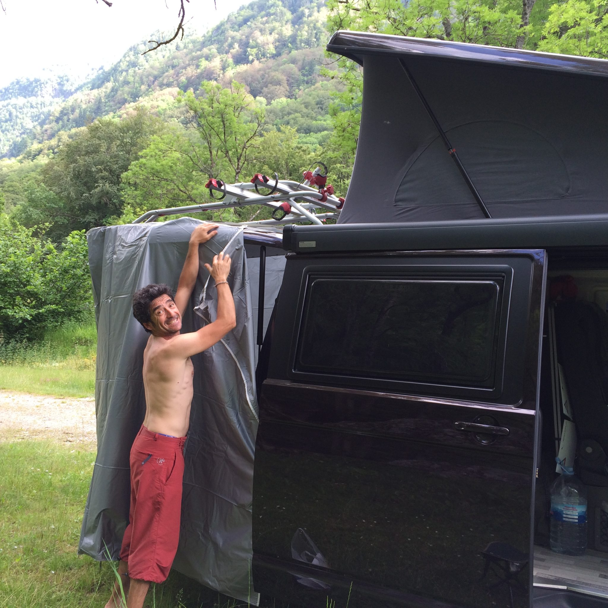 muntant la dutxa a la Camper
